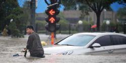 Sobe para 300 número de mortos em enchentes no centro da China